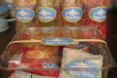 Ο Κάπτεν Ηλίας έγινε 7 και το γιορτάσαμε με μία πτήση-πάρτυ!!! Με ένα παγκόσμιο χάρτη πολλά μπαλόνια, αεροπλάνα, σαϊτες και αναμνηστικά δωράκια μνημεία του κόσμου! Το πάρτυ σίγουρα πέτυχε! όλοι περ…