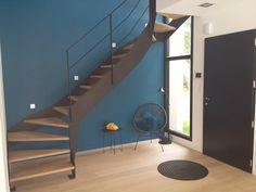 Escalier en métal, marche en bois, double quart tournant avec garde-corps métallique