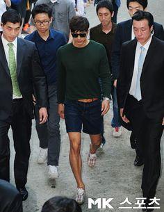 Gong Yoo, he kills me. I love his legs.