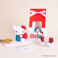Hello Kitty Toys, Online Tutorials, Video Tutorials, Easy Crochet Patterns, Red Apple, Christmas Shopping, Crafts To Make, Crochet Hooks, Make It Simple