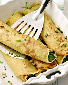 Maak eens hartige pannenkoeken als lunch of avondmaal, met een heerlijke vulling van spinazie, mozzarella en pijnboompitjes.