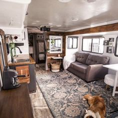 rv remodel 25 Stunning Winter RV Remodel Ideas to Upgrade Your Road Remodel Caravane, Architecture Renovation, Travel Trailer Remodel, Travel Trailers, Rv Travel, Camping Trailers, Rv Redo, Rv Homes, Best Paint Colors