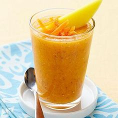 Carrot-Mango Green Tea Smoothies Vitamin-packed carrots, antioxidant-rich green tea, chia seeds, AND mango? This vegetable smoothie recipe is basically liquid health! A hint of honey quickly sweetens the tropical drink. Vegetable Smoothie Recipes, Vegetable Smoothies, Green Smoothie Recipes, Drink Recipes, Vitamix Recipes, Blender Recipes, Jelly Recipes, Yogurt Recipes, Canning Recipes