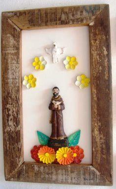 Painel moldura em madeira demolição. São Francisco sobre Flores. Dimensões da peça: 50x 30 cm aproximademente