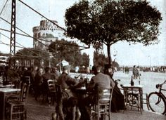 Greece - Thessaloniki, The White Tower in back and the Square with the cafés. Macedonia, Old Photos, Greece Thessaloniki, Tower, Black And White, History, Pictures, Furniture, Old Pictures