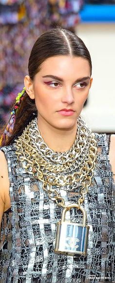 Zoom Details @ Chanel Fall/Winter 2014 RTW.
