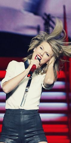 Hair Flip in Shanghai Taylor Swift Red, Live Taylor, Taylor Swift Pictures, Red Tour, One & Only, Swift 3, New Romantics, Hair Flip, Look At You