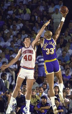 "Kareem Abdul Jabbar shoots the ""skyhook"" over Detroit's Bill Laimbeer."