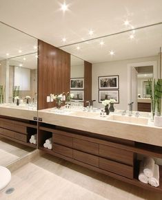 24 New Ideas for bath room beige modern Luxury bedroom master Modern Luxury Bedroom, Modern Master Bathroom, Bathroom Design Luxury, Modern Bathroom Design, Luxurious Bedrooms, Modern Interior Design, Upstairs Bathrooms, Dream Bathrooms, Bad Inspiration