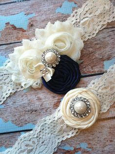 wedding garter / Ivory and navy blue  / Something BLue wedding  garter / vinta