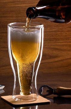 Upside-Down Beer Glass. Hahahah, leuk kado voor vaderdag..