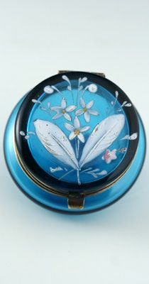 ANTIQUE GLASS BOX. LID OF THE c.1900 SMALL BOHEMIAN ENAMELLED AQUA BLUE GLASS LIDDED TRINKET PILL POT BOX. To visit my website click here: http://www.richardhoppe.co.uk or for help or information email us here: info@richardhoppe.co.uk