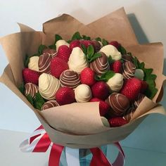 Home Bakery Business, Strawberry Box, Food Bouquet, Edible Bouquets, Chocolate Covered Treats, Sweet Box, Edible Arrangements, Food Goals, Chocolate Covered Strawberries