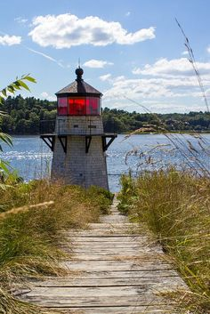 Squirrel Point Light is a lighthouse marking the southwestern point of Arrowsic Island on the Kennebec River, Main, USA . It was established in 1898, as part of a major upgrade of the river's lights.