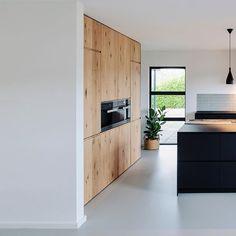 Kitchen Cabinet Design, Kitchen Interior, New Kitchen, Kitchen Dining, Kitchen Decor, Kitchen Cabinets, Black Kitchens, Home Kitchens, Loft House