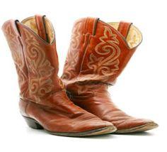 har alltid drömt om ett par cowboyboots... tänk dessa till sheriffspetsklänningen :)