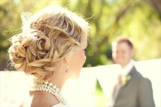 gorgeous bridal updo (by hair and makeup by steph, photo by lindsey shaun) wedding Vintage Updo, Vintage Wedding Hair, Wedding Hair And Makeup, Hair Makeup, Vintage Style, Elegant Hairstyles, Vintage Hairstyles, Wedding Hairstyles, Simple Wedding Updo