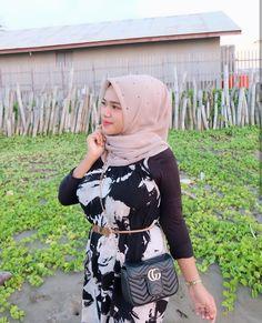 Ootd Hijab, Hijab Chic, Girl Hijab, Hijab Prom Dress, Prom Dresses, Cute Asian Girls, Sweet Girls, Muslim Beauty, Indonesian Girls