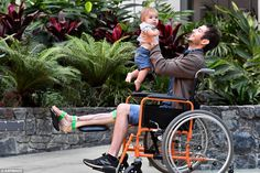 Australian man gets new 3D PRINTED leg bone in world first - buzznews.co.uk/... -