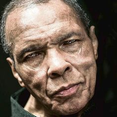 THIS is the last official portrait of Muhammad Ali. Proud to the end, the boxing legend, Still the Greatest! Still the most Handsome! God rest your soul. Portrait Images, Portraits, Portrait Photo, Boxe Fight, Mohamed Ali, Muhammad Ali Boxing, Muhammad Ali Quotes, Float Like A Butterfly, Black History Facts