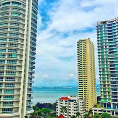 View from Gurney Plaza in Penang  #penangisland #penang #penangtrip #instapenang #instapenangisland #island #bbctravel #cnntravel #skyscraper #skyscrapers #skyscrapper #sea #seaside #gurneyplaza #malaysia #instamalaysia #bigcity #viewfromabove #aerialview #viewfromthetop #asia #instaasia #bluesky
