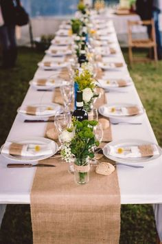 New wedding party table ideas diy mason jars Ideas Deco Table Champetre, Wedding Table Seating, Burlap Table Runners, Wedding Decorations, Table Decorations, Christmas Table Settings, Brunch Wedding, Wedding Pinterest, Rustic Table
