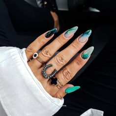 With particular character and cold texture, the marble nail painting quite matches summer.However, the marble doesn't mean that the nail painting is a kind of normcore. After adding other colors, it will be fresh and cute instantly. Polygel Nails, Diy Nails, Swag Nails, Hair And Nails, Grunge Nails, Dream Nails, Love Nails, Pretty Nails, Minimalist Nails