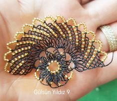 Azurite Malachite, Needle Lace, Hand Embroidery Designs, Diy Arts And Crafts, Handmade Art, Tatting, Scarf Styles, Beaded Bracelets, Check