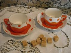 2 ANCIENNES TASSES A CAFE SARREGUEMINES DIGOIN (orange)