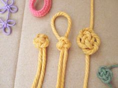 Knottingpedia – Chinese knotting These are pretty and might be useful to… Macrame Knots, Micro Macrame, Knit Bracelet, Crochet Necklace, Paracord, Yarn Crafts, Sewing Crafts, Crochet Dragon, Crochet Buttons