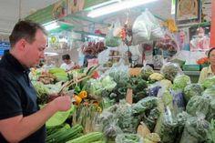 Tim Raue ist für seine Thai-Küche bekannt. Wo er in Bangkok frische Zutaten kauft? Auf dem Sam-Yan-Markt, wie hier auf einem Foto von 2013