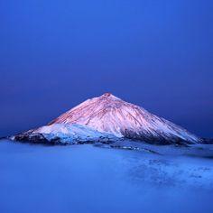 El Teide nevado amaneciendo