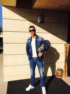 Cristiano Ronaldo portant une chemise et un jeans Dsquared2, une ceinture et une trousse Gucci   UpscaleHype France
