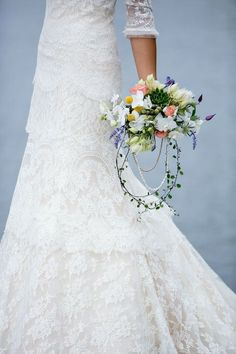 This dress and bouquet >>>
