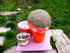How to make your own garden globe from a plastic ball. ~ great idea to use a kid's ball instead of trying to find old bowling balls! Concrete Crafts, Concrete Art, Concrete Garden, Concrete Projects, Concrete Planters, Outdoor Crafts, Outdoor Art, Outdoor Projects, Outdoor Gardens