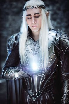 Thandruil (The Hobbit) by TheldeaFix. Photo by Pugoffka-sama.