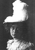 """Natalie Clifford Barney en 1892. """"Youth is not a question of years: one is young or old from birth""""."""