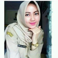 Ootd Hijab, Girl Hijab, Muslim Girls, Muslim Women, Beautiful Hijab, Young And Beautiful, Cute Girls, Cool Girl, Lily Chee