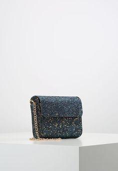 Soldes New Look Sac bandoulière - blue pattern bleu: 16,00 € chez Zalando (au 21/01/18). Livraison et retours gratuits et service client gratuit au 0800 915 207.