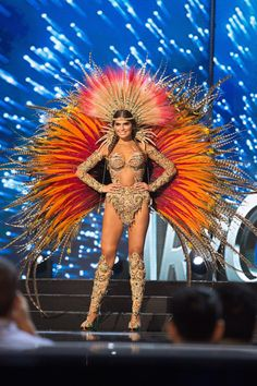 15 Most Elaborate National Costumes From the Miss Universe 2017 Pageant Carnival Girl, Carnival Outfits, Rio Carnival, Brazil Carnival Costume, Carnival Outfit Carribean, Caribbean Carnival, Costume Carnaval, Samba Costume, Royal Ballet