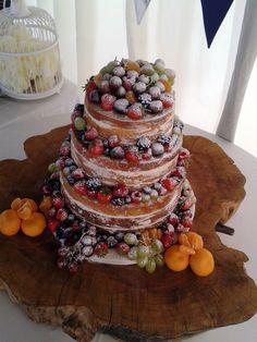 #Bluebellkitchen #naked #cake..amazing cake log stand