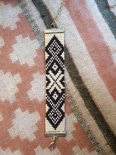 Weefgetouw parel armband met Baltische thema, oude Amulet genoemd. Wat ik graag over dit thema en metalen paarse kralen is dat gecombineerd ze een vleugje magie te geven aan het thema, omdat paarse is niet slechts een schaduw. Verstelbare armband: Kortste grootte: 16 cm Langste
