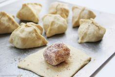 Fold that marshmallow away in a pouch made of puff pastry and see what happens when you take it out of the oven! This is sure to amaze and thrill your kids.