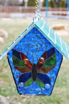 x Mosaic bird house Tile Art, Mosaic Art, Mosaic Glass, Glass Art, Mosaic Crafts, Mosaic Projects, Stained Glass Projects, Mosaic Animals, Mosaic Birds