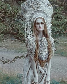 "MUA,editor /model ✨/ costume &a headpiece…"" Fantasy Photography, Beauty Photography, Mua, Fantasy Gowns, Russian Fashion, Russian Style, Fantasy Costumes, Dark Beauty, Snow Queen"