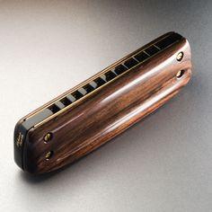 Harmonicas Type 3 sur plaques Hohner crossover en ébène et bois de Cocus .