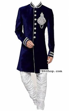 We have designs of traditional Indian Pakistani Sherwani Suits online. Latest designer Sherwani dresses for groom, mens wedding sherwani suits. Trajes Pakistani, Mens Sherwani, Wedding Sherwani, Sherwani Groom, Punjabi Wedding, Wedding Dress Men, Indian Wedding Outfits, Wedding Suits, Man Fashion