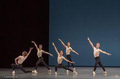 En ce moment au Palais Garnier laissez-vous transporter par la richesse et la créativité des ballets de George Balanchine chorégraphe majeur du XXe siècle. #OperaDeParis #Danse #Photo #Balanchine http://ift.tt/1PIh3zY