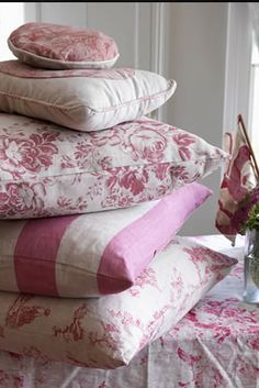 Pillows & cushions in linen & vintage fabrics. Granny Chic, Cottage Rose, Cottage Style, Modern Country Style, Vintage Country, French Country, Pink Cushions, Vintage Cushions, Scatter Cushions