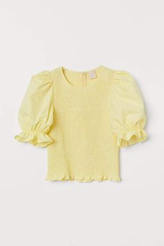 Top with Smocking - Light yellow - Ladies H M Outfits, Summer Outfits, Fashion Outfits, Fashion Tips, Fashion Weeks, Smocks, Mode Online, Look Casual, Mode Style